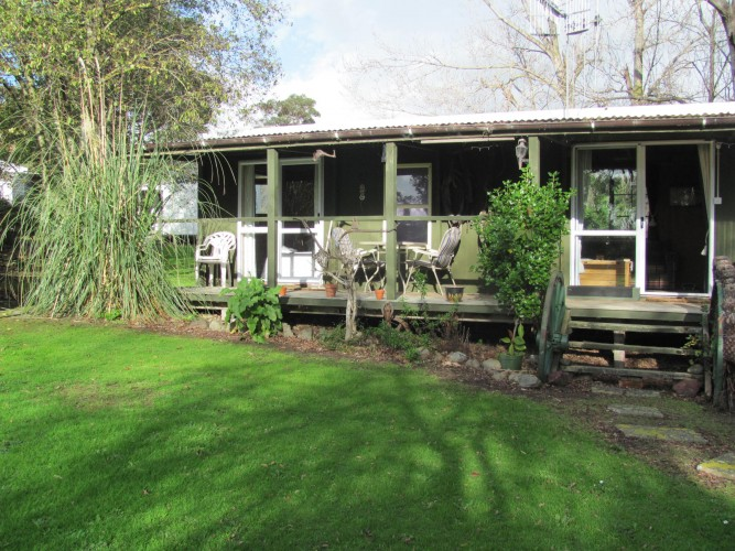 Tokomaru Treasure is a fully self-contained rustic cabin set in a peaceful setting 10 minutes south of Palmerston North. Take in the views in your very own private spa pool on the deck. Enjoy a platter of nibbles on arrival along with a local bottle of wine. Sit back and relax as you listen to the serenity of being in the country but still close enough to town to take in the sights.